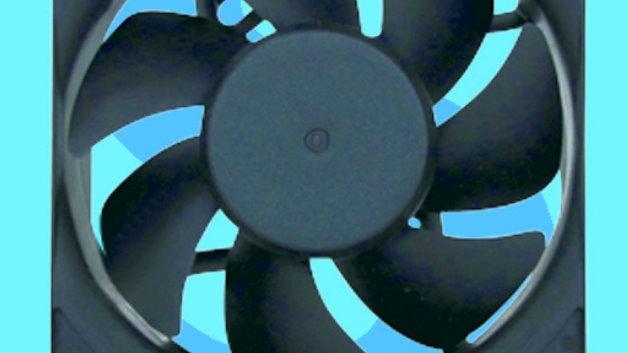 IP68-Lüfter für raue Umgebungen: Mit der GE-/GF-Serie (Vertrieb: Schukat) bietet Sunon Lüfter für den Einsatz in rauen Umgebungen. Während herkömmliche Modelle lediglich über eine geklebte Hülle oder eine Beschichtung verfügen, sind bei den IP68-Lüftern Leiterkarte, Spulen und Anschlusskontakte komplett vergossen. Optional ist auch eine für korrosive Medien angepasste Ausführung lieferbar. Damit eignen sich die GE-/GF-Lüfter für Anwendungen in rauen Bedingungen wie Telekommunikationsstandorten, LED-basierten Außenbeleuchtungen, in Wechselrichtern für Solar-Kraftwerke, aber auch in Fahrzeugen und Produktionsanlagen.  Für erhöhte Zuverlässigkeit sind die Lüfter mit zwei Kugellagern ausgestattet und TÜV und UL zertifiziert. Zur Auswahl stehen Versionen mit 12V, 24V und 48V in den Größen 80x80x25mm, 80x80x32mm und 92x92x25mm. Je nach Modell variiert der Luftdurchsatz von rund 85m³/h bis 127m³/h bei einer Geräuschentwicklung von 41.1dBA bis 47.5dBA. Die IP68-Lüfter von Sunon sind demnächst auch in Kleinmengen erhältlich. Kundenspezifische Anpassungen sind auf Anfrage möglich.   Schukat electronic Vertriebs GmbH, www.schukat.com, Halle A5, Stand 354