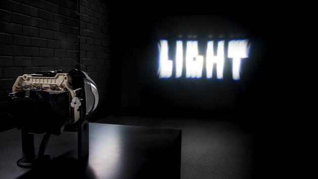 Mercedes-Benz MULTIBEAM LED-Scheinwerfer:Mercedes-Benz MULTIBEAM LED-Scheinwerfer mit einer Raster-Lichtquelle mit 84 LED. Ermöglicht eine noch höhere Auflösung des Lichtbilds.
