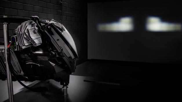 Im Vergleich: Mercedes-Benz Multibeam LED-Scheinwerfer in der CLS-Klasse eingeführt, mit 24 einzelnen Hochleistungs-LED bestückt.