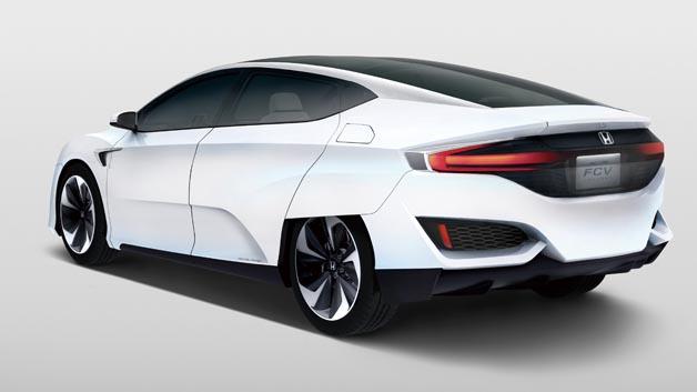 Beim Honda FCV befindet sich der gesamte Antriebsstrang einschließlich der Brennstoffzelle komplett im Motorraum.