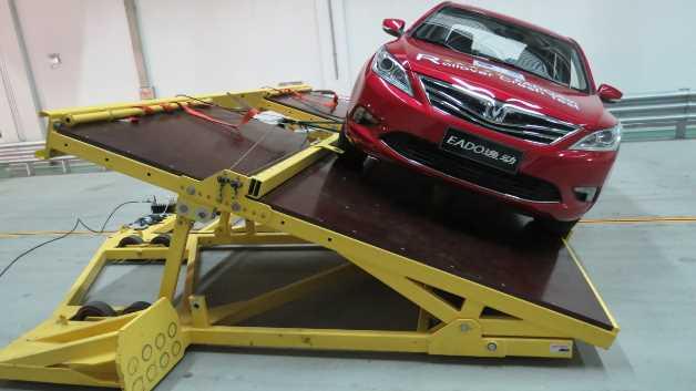 Die von Messring geplante Anlage umfasst auch eine Vorrichtung für den dynamischen Rollover-Test für Kraftfahrzeuge