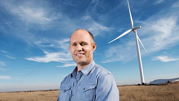 Längere Lebenszeit, niedrigere Kosten, weniger Umweltrisiken sind die Vorteile von Windkraftanalgen. Der Däne Uffe Eriksen hat Lösungen entwickelt, wie Generator und Hauptlager effizienter und umweltfreundlicher gekühlt werden können. Dabei vereinfachen die neuen Technologien die Konstruktion der Anlagen und sorgt für bessere Leistung.