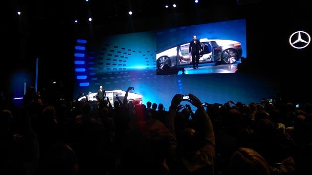 """Daimlers neues Konzeptfahrzeug F 015 """"Luxury in Motion"""" pilotierte autonom den Gastgeber der CES 2015 Guy Shapiro durch die Straßen von Las Vegas ins Cosmopolitan-Casinohotel."""