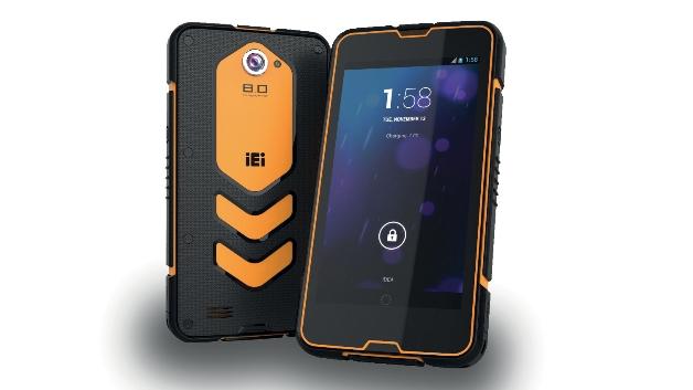 Der mobilen Datenerfassung und -bereitstellung im industriellen Umfeld dient das Smartphone »MODAT-530« von ICP Deutschland (Halle 2, Stand 218). Im Inneren arbeitet ein Quad-Core-»Cortex-A7«-Prozessor mit 1,2 GHz, auf dem »Android« in der Version 4.2.2 läuft. Es verfügt über die gängigen Smartphone-Funktionen wie WLAN, Bluetooth, GPS, Kamera, Mikrofon und Lautsprecher. Den industriellen Charakter unterstreicht es durch seinen vollständigen IP67-Schutz sowie seine Widerstandsfähigkeit gegen Stöße (Fallhöhe bis 1,5 m) und gegen Temperaturschwankungen (-10 °C bis +50 °C). Es wiegt 354 g und misst 161,5 mm x 86 mm x 16,6 mm.