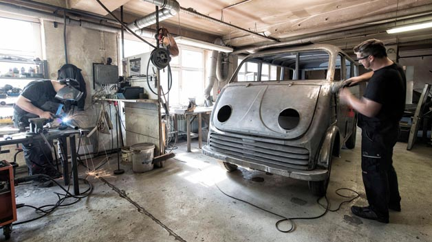 In aufwändiger Restauration wurde der DKW Elektro-Wagen wieder in seinen Originalzustand versetzt.