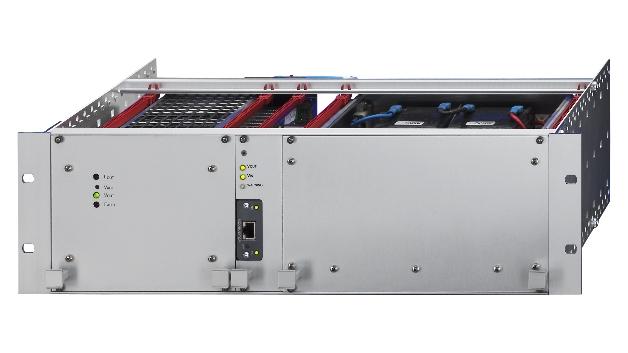 Für ein exakt abgestimmtes Lade- und Überwachungsmanagement von DC-USV-Systemen mit Batterien im Bereitschaftsparallelbetrieb (Online-Betrieb) ist die Überwachungs- und Steuerkarte von Zentro-Elektrik ausgelegt. Ein Mikroprozessor sorgt für eine rasche Datenverarbeitung, ein austauschbares Feldbus-/Schnittstellenmodul und eine Remote-Monitoring-Software sorgen für die Kommunikation. Ein »Anybus«-Modul stellt den Feldbus bereit, dadurch lässt sich die USV ohne großen Aufwand mit einem anderen Feldbus ausstatten. Durch die zusätzlichen Melderelais für die wichtigsten Statuszustände funktioniert die USV auch unabhängig von der Feldbusschnittstelle.