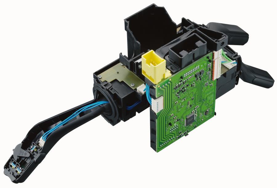 In der Automotive-Applikation: RAST-Steckverbinder im Lenkstockmodul.