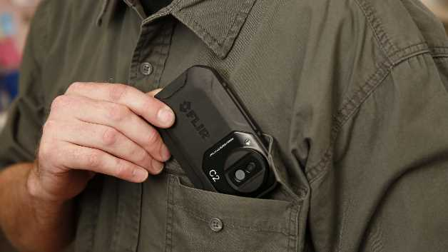 Mit ihren Smartphone-ähnlichen Abmessungen passt sie in jede Tasche