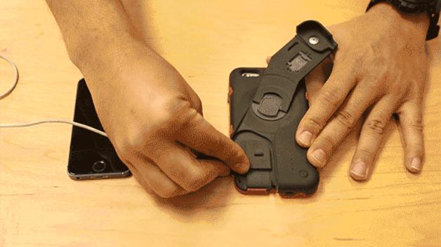 Dazu schließt man das »CrankCase« über den integrierten USB-Port an das Smartphone an...