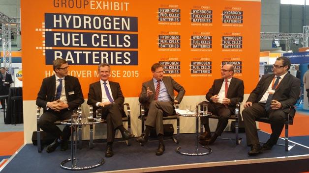 Welche Herausforderungen es in der Markteinführungsphase von Brennstoffzellen gibt, diskutieren Andreas Frömmel, Fuelcell Energy Solutions, Markus Bachmeier, Linde, Dr. Klaus Bonhoff, NOW, Andreas Fuchs, Toyota und Dr. Sascha Kühn von eZelleron.