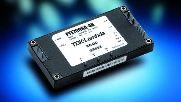 Die Netzteilreihe »PFE-SA« von TDK-Lambda (Halle 6, Stand 209) umfasst nun auch ein Modell mit 700 W Leistung im Fullbrick-Format. Das Netzteil liefert eine semi-geregelte Spannung im Bereich von 50 V bis 57 V und erreicht einen Wirkungsgrad bis 91%. Bei Temperaturen zwischen -40 °C und +100 °C (Baseplate) steht die volle Ausgangsleistung bereit. Es eignet sich als Bus-Converter für nachgeschaltete DC/DC-Wandler.