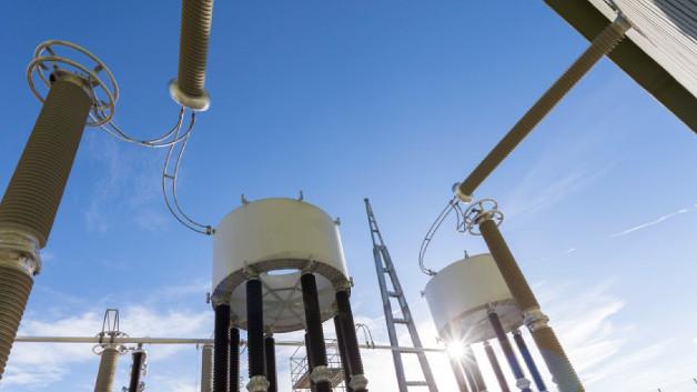 HGÜ-Verbindung zwischen Frankreich und Spanien: Stromrichterdrosseln einer der beiden Stromrichterstationen