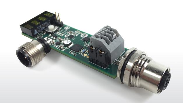 Maxim Integrated stellt ein Referenzdesign für einen IO-Link Widerstands-Temperatursensor vor, das MAXREFDES42#. Das hochintegrierte Analog Front End (AFE) des Designs misst die Temperatur und detektiert gleichzeitig Überspannungen, Kurzschlüsse sowie Stromkreisunterbrechungen. Temperaturen im Bereich von -40 °C bis 150°C können mit einem Fehler unter 0,5 K gemessen werden. Dafür können Platin-Messwiderstände mit Zwei-, Drei- und Vierleiteranschluss verwendet werden. Die gemessene Temperatur erscheint sofort auf einem LED-Display, um schnell und komfortabel eine grobe Temperaturinformation zu liefern. Das System nimmt weniger als 300 mW auf. Aus Flexibilitätsgründen unterstützt das Referenzdesign alle drei IO-Link-Geschwindigkeiten. Die Konfigurationssoftware für den IO-Link-Temperaturdetektor wurde in Zusammenarbeit mit IQ² Development entwickelt. Das Referenzdesign MAXREFDES42# kann für 99,- US-Dollar erworben werden.