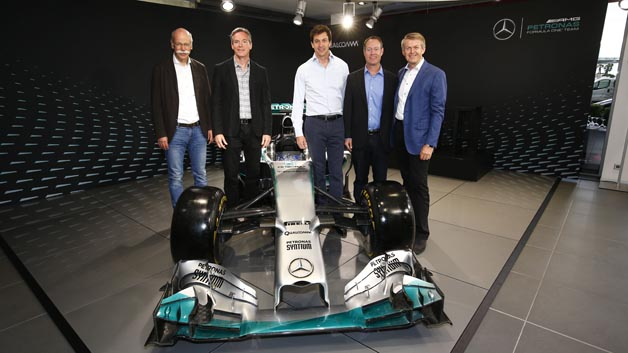 Dr. Dieter Zetsche, Daimler, Dr. Paul E. Jacobs, Qualcomm, Toto Wolff, Mercedes-Benz Motorsport, Derek Aberle, Qualcomm und Prof. Dr. Thomas Weber, Daimler (v.l.n.r.)
