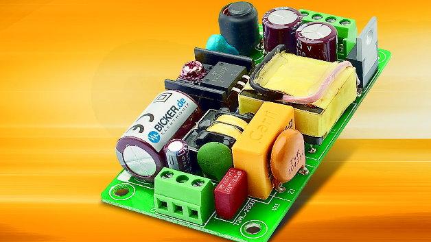 Seine Netzteilserie »BEO« hat Bicker Elektronik nach unten erweitert und stellt mit dem »BEO-0200M« eine gerade einmal 19,5 mm hohe 20-W-Stromversorgung vor. Aufgrund der niedrigen Bauhöhe und des lüfterlosen Betriebs eignet sich das Open-Frame-Netzteil für die Integration in geschlossen und platzsparend aufgebaute Systeme. Verfügbar ist das neue BEO-Netzteil in sechs Varianten mit geregelten Single-Ausgangsspannungen von 3,3 V bis 24 V. Neben der Zulassung nach IEC/EN/UL 60601-1 3rd Edition erfüllt das Netzteil den 2xMOPP-Sicherheitsstandard für Patientenkontakt. Zudem ist der Ableitstrom niedriger als 0,1 mA.