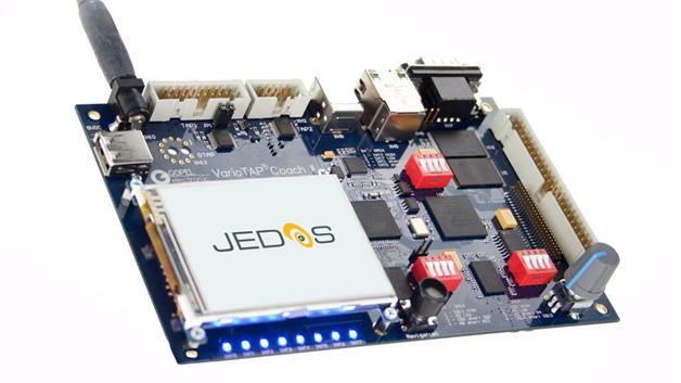 JEDOS von Göpel wird wie ein Betriebssystem auf ein zu testendes Gerät eingespielt, und kann die Funktionen testen, ohne native Firmware zu benötigen.
