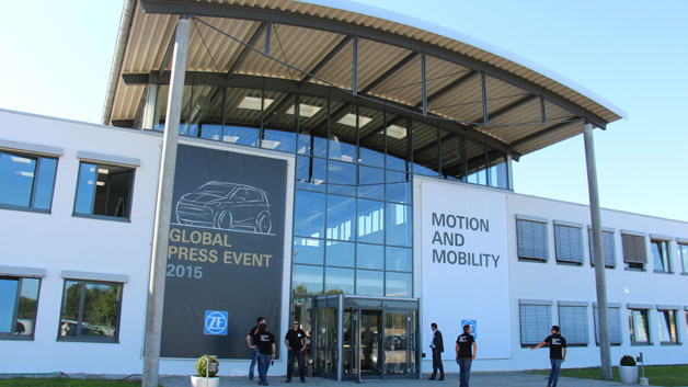 Unweit von Potsdam veranstaltete der Automobilzulieferer ZF Friedrichshafen den Technologie-Tag 2015 auf dem ADAC-Testgelände in Linthe.