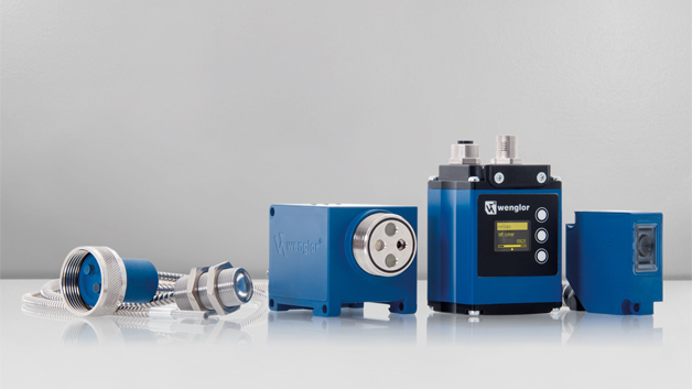 Der neue 6-Band-Multispektralsensor P1XF001 mit adaptierbaren Lichtleitkabeln von Wenglor Sensoric kann dank einer exakten Spektralmessung im umfangreichen ROYGBV-Farbraum (Red, Orange, Yellow, Green, Blue, Violet) feinste Farbnuancen in allen sichtbaren Bereichen des Lichts zuverlässig erkennen, unterscheiden und über Industrie 4.0-taugliche Schnittstellen wie beispielsweise IO-Link übermitteln. Gemeinsam mit den wenglor-Lichtleitkabeln ist der Sensor für Einsätze an schwer zugänglichen Stellen und in Hochtemperaturbereichen von -20 °C bis zu +250 °C geeignet.