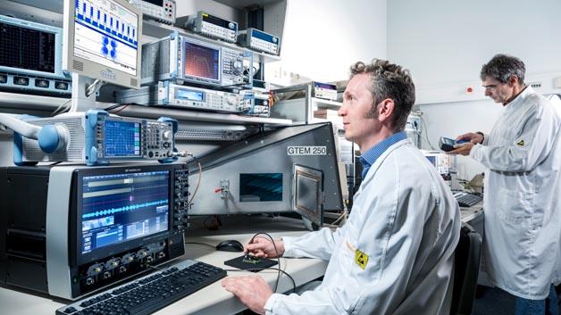 Hochfrequenzlabor. Laboraufbau zur Überprüfung der Signalqualität von ID Gebern (Funkschlüssel)