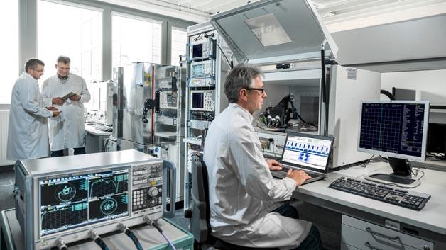 Hochfrequenzlabor. Systemintegrationsmessplatz zur Absicherung der HF Parameter von Funkschließsystemen