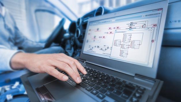 Kennziffer 103: Mit eHandbook hat ETAS ein interaktives Dokumentationswerkzeug vorgestellt, mit dem der Entwicklungsingenieur schnell einen Überblick über die Funktionen und Signalverläufe des Steuergeräts bekommt. Das Tool ersetzt lästiges Nachschlagen in riesigen Dokumentationen, denn es kann aus Quelldaten von Ascet, Simulink oder C-Code automatisiert interaktive Grafiken und Modelle generieren. Diese Aufbereitung gibt schnell einen Überblick über die Funktionen und Signalverläufe des Steuergeräts. Die Lösung besteht aus drei Teilen: Container Build, Container und Navigator.