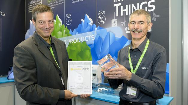 Steve Gussenhoven (links) und Projektmanager Yves Ragot sind stolz auf den Embedded Award in der Kategorie Hardware.