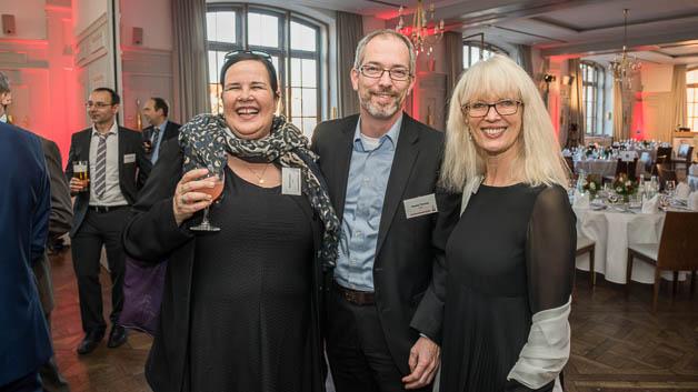 Britta Kruchen und Harald Thomas von Cree mit Sonja Winkler, Elektronik: Die Gäste sind schon bestens gelaunt.