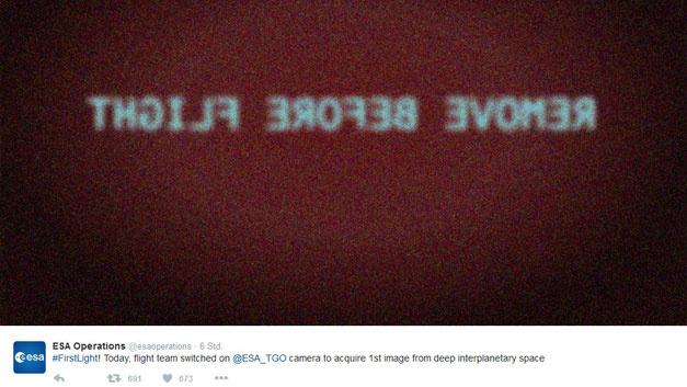 <p>Seriosit&auml;t geh&ouml;rt zum Arbeitsalltag in der Europ&auml;ischen Weltraumorganisation ESA dazu, denn ein kleiner Fehler kann hier sehr schnell sehr teuer werden. Zu besonderen Anl&auml;ssen ist Humor aber ausdr&uuml;cklich erlaubt und so tweeteten die Weltraumforscher auch die