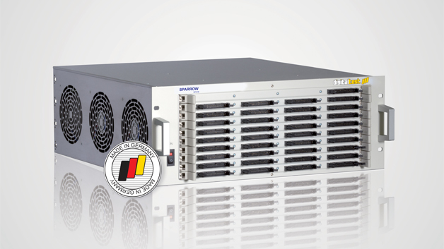 """Der Sparrow MTS 30 von Digitaltest ist ein platzsparender flexibler Allrounder, der als Bench Top Tester eingesetzt oder einfach in ein 19"""" Rack eingeschoben werden kann. Das kompakte und flexible Testsystem bietet die Möglichkeit sowohl analoge als auch digitale Tests durchzuführen. Auf der SMT ist das MTS 30 Testsystem in der Fertigungslinie"""
