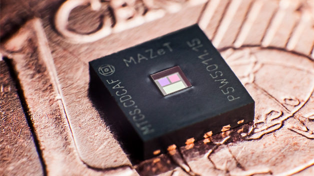 MAZeT zeigt auf dem Stand 457 in Halle 1 Produkte rund um die Lichtregelung. Ein Highlight ist der neue Farbsensor MTCS-CDCAF aus der Jencolor-Familie, der so klein ist, dass er auf einer 1-Cent-Münze kaum auffällt. Der Sensor kann in LED-Leuchten eingesetzt werden, für das Messen und Regeln von LEDs zur Kompensation von Störeinflüssen, die sich durch Farbveränderungen der LED auswirken. Auch in LED-Backlight-System von Monitoren, in Fahr- und Flugzeugen sowie in medizinischen Leuchten und Displays kann der Sensor eingesetzt werden. Auf dem Sensor-Chip sind neben dem Detektor ein True-Color-Filter, eine integrierte Signal-Verstärkung auf Basis einer Strom-Ladungs-Digital-Wandlung und ein Temperatursensor integriert. Der Sensor basiert auf dem Jencolor-MTCSiCF-Detektor in Kombination mit dem Signalwandler MCDC04.  Der Sensor misst die Farbkoordinaten direkt als XYZ-Signale im CIE 1931 Farbraum, unabhängig von der Temperatur und anderen störenden Einflüssen. Auch bei Temperaturen über 100 °C liefert der Sensor durch die eingebauten Interferenzfilter zuverlässige Werte. Die Empfindlichkeit bleibt über die volle Lebenszeit gleich. Neben Farbtemperatur und -ort misst der Sensor die Helligkeit sowie andere lichttechnische Größen wie Farbhelligkeit, Frequenz und Flicker.