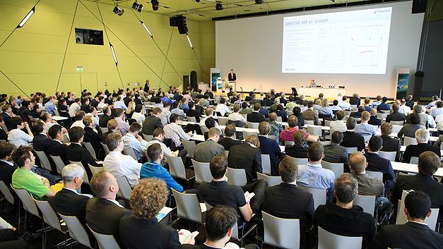 Das Plenum war gut besucht: Die Eröffnungskeynote von Dan Kinzer war gut besucht.