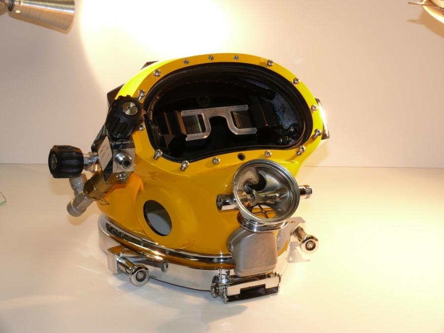 Prototyp des Divers Augmented Vision Display – untergebracht in einem Taucherhelm.