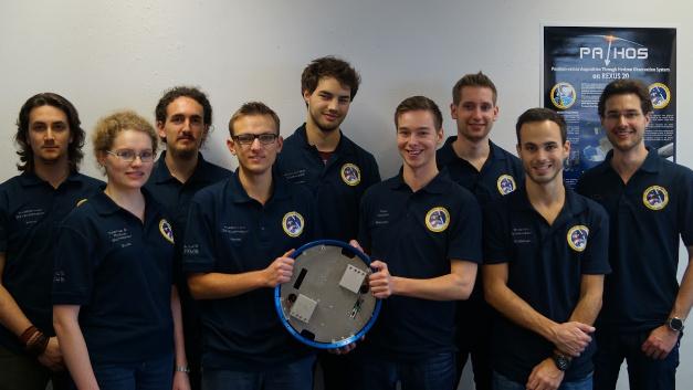 Das Team der Universität Würzburg mit dem PATHOS-Sensor.