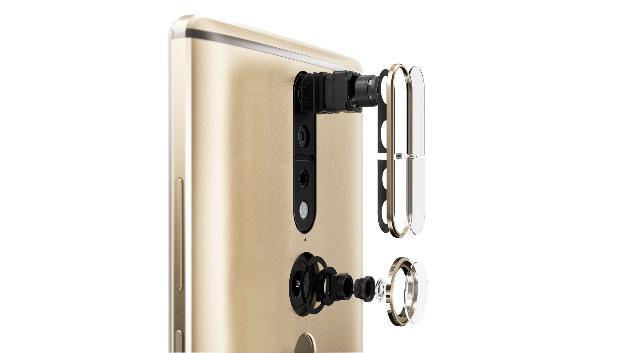 Das neue Smartphone PHAB2 Pro von Lenovo in schematischer Darstellung – oben ist das 3D-Kameramodul, unten das Fischauge-Objektiv.