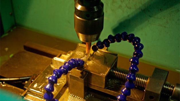 …automatische, wassergekühlte Fräsmaschinen und …