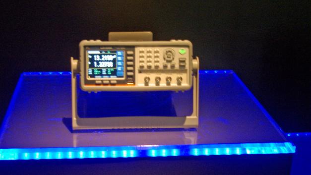 GW Instek produziert klassische Messgeräte, wie dieses Digitalmultimeter LCR-6000. DC-Widerstandsmessungen führt es mit der eingebauten 2,5V-Spannungsquelle durch. Auf dem 3,5-Zoll-Farb-LCD können vier Parameter gleichzeitig angezeigt werden. Zum Portfolio gehört auch …