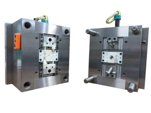 Das Unternehmen HASCO druckt Einsätze für Spritzgussformen mit Stratasys PolyJet 3D-Druckern und kann damit Designänderungen effizienter und kostengünstiger als bei  traditionellen Herstellungsmethoden durchführen.