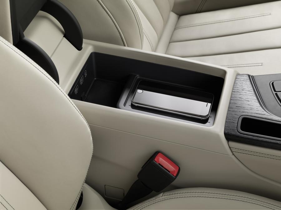 Handyakkus können so bequem während der Autofahrt laden.