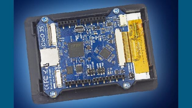 Mouser Electronics hat ein weiteres Produkt von FTDI in sein Programm aufgenommen: Das erste Mitglied der CleO-Serie bietet ein HVGA 320 x 480 Pixel; 3,5-ZollTFT-Display mit resistivem Touchscreen. Das Display unterstützt sowohl Portrait- als auch Landscape-Implementierungen. FTDI Chips EVEGrafikcontroller (Embedded Video Engine) der zweiten Generation, der FT810, steuert den HMI-Betrieb, während der 310 DMIPs FT903-Mikrocontroller die zusätzliche Verarbeitung übernimmt. Sein fortschrittliches Dateisystem unterstützt bis zu acht Dateioperationen gleichzeitig. Ein 8 MByte eFlash- Speicher für Embedded-Datenspeicherung ist integriert. Ein Micro-SD-CardSockel ermöglicht eine externe Speichererweiterung auf 32 Mbyte. Zu den Anschlussmöglichkeiten zählen ein Arduino UNO SPI Interface, eine KameraSchnittstelle, FT903 I/O-Erweiterung und ein USB DFU-Port für Firmware-Updates.