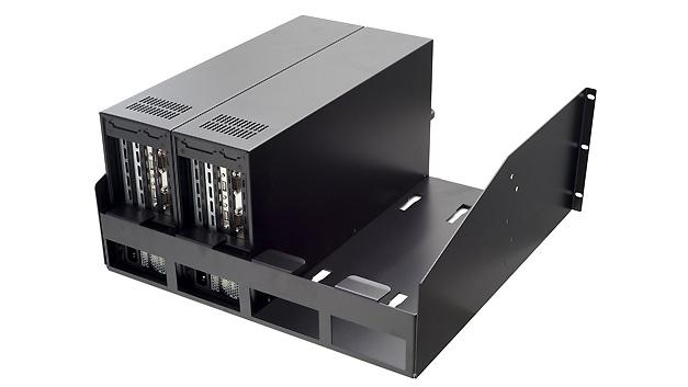 Mit den 19-Zoll-Rackservern der Serie Vega-5U will Welotec eine Lösung bieten, die wenig Raum im klassischen Rack belegt und gleichzeitig über zahlreiche Kartenslots verfügt. Laut Hersteller sind die Rackmounts die industrielle Entsprechung der im Hosting-Bereich beliebten 1U-Server. Bis zu vier Vega-5U-Systeme finden nebeneinander in einem 19-Zoll-Rack Platz und belegen dort fünf Höheneinheiten, rechnerisch also nur 1,25 Höheneinheiten pro System. Mit bis zu vier Erweiterungsplätzen pro System können maximal 16 Steckkarten untergebracht werden. Mit sieben unterschiedlichen Slot-Konfigurationen, bis zu 32 GByte RAM, einem optional verfügbaren ISA-Bus und CPUs von Atom über Core-i bis Xeon sollen sich die Vega-5U-Rackserver flexibel an die individuellen Bedürfnisse des Anwenders anpassen lassen. Der RAID-Controller des Levels 0/1 verfügt über 2 × 2,5 Zoll Hot-Swap Bays mit bis zu vier HDDs. Auch eine Front-USB-Schnittstelle und einen Lüfter mit austauschbarem Staubfilter bietet das System.