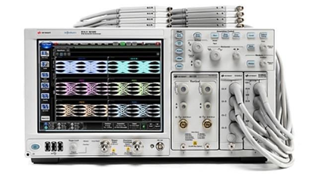 Das neue Sampling-Oszilloskop N1092D DCA-M ist ein Oszilloskop-Frontend für einen externen PC mit FLEX-DCA-Schnittstelle. Beide zusammen ergeben eine kostengünstige Plattform für die Analyse optischer Signale. Das Oszilloskop ermöglicht grundlegende Signalanalysen und Konformitätstests an optischen Sendern der 25-G-Klasse. Es überzeugt durch sehr hohe Eingangsempfindlichkeit (5 µW), geringes Eigenrauschen (SNR um 4 dB verbessert zur bisherigen Keysight Lösung), geringen Jitter (<200 fs) und hohe Messgeschwindigkeit. Das DCA-M wird das Rückgrat für die Keysight-Testlösungen für optische Verbindungen mit Datenraten von 25/50/100/200 und 400 Gbit/s bilden.