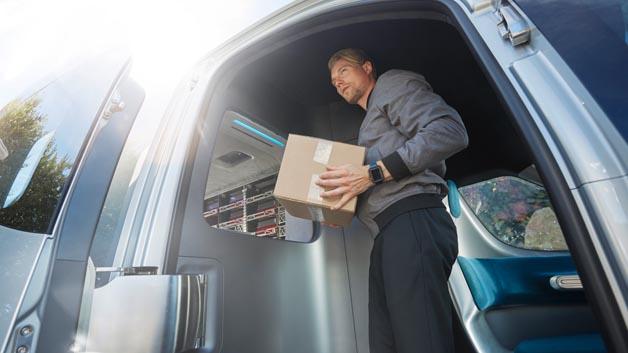 Schnelle Zustellung von online bestellten Lebensmitteln und Gütern des täglichen Bedarfs soll mit dem Fahrzeug kein Problem mehr sein.
