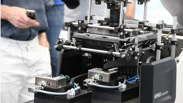 ... dem APAS-Inspector gelten. Es ist eine Bildverarbeitungssystem aus Hard- und Software zur optischen Oberflächenuntersuchung verschiedener Kleinteile.