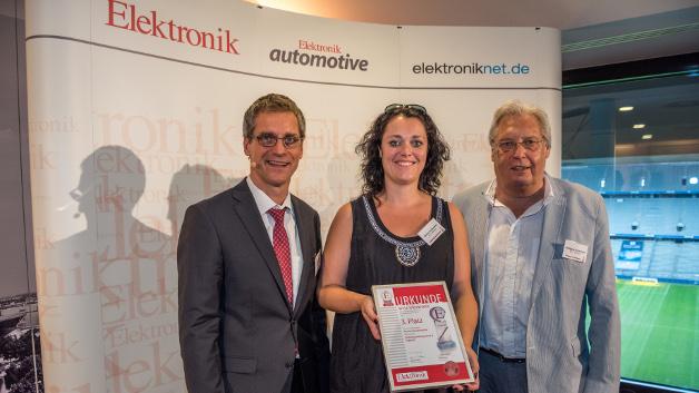 Simone und Wolfgang Tschierswitz nahmen für die wts // electronic eine Urkunde für den 3. Platz in der Kategorie Passive Bauelemente für ihre Technische Kompetenz & Support-Dienstleistungen entgegen.