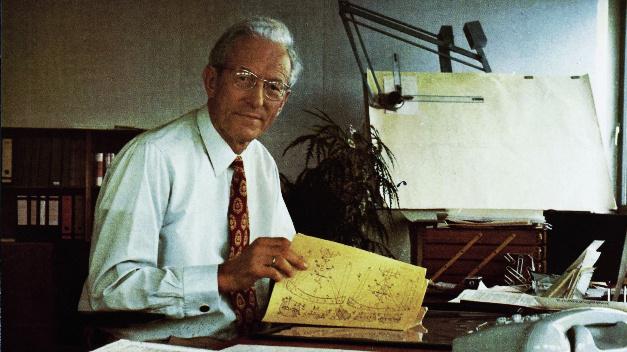 Die Firma SICK wurde 1946 von Erwin Sick gegründet. In einer Baracke in Vaterstetten bei München verfolgte er seine Entwicklungsziele zur Herstellung optisch-elektronischer Geräte für friedliche Zwecke.