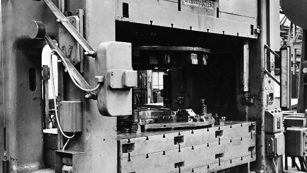 In den folgenden Jahren wurde der Licht-Vorhang in immer mehr Produktionsstätten eingesetzt, auch die ersten Exporte ins europäische Ausland erfolgten.