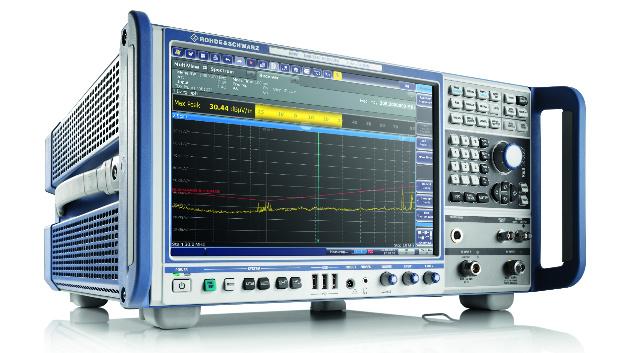 Rohde & Schwarz (Halle A1, Stand 307) Insbesondere Zertifizierungs- und Entwicklungsmessungen im A&D-Bereich und in der Automobilbranche benötigen einen EMV-Messempfänger mit herausragenden Eigenschaften. Für Anwendungen wie diese stellt Rohde & Schwarz auf der electronica den EMV-Messempfänger »R&S ESW«. Er ist in drei Versionen erhältlich für die Frequenzbereiche von 2 Hz bis 8 GHz, 26 GHz und 44 GHz. Die Echtzeit-Spektrumanalyse mit einer Bandbreite von 80 MHz liefert dem Anwender mit Werkzeugen wie dem Nachleuchtmodus und dem Frequenzmaskentrigger wichtige Informationen über kritische oder verdeckte Signale.