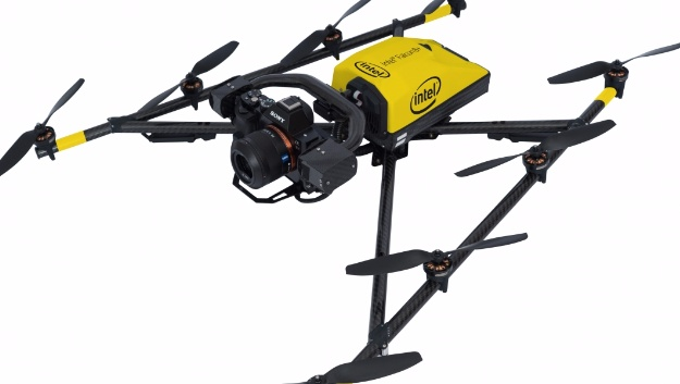 Je nach Steuermodus fliegt die Drohne bis zu 57 km/h. Bei reiner GPS-Steuerung wird sie bis zu 43 km/h schnell.