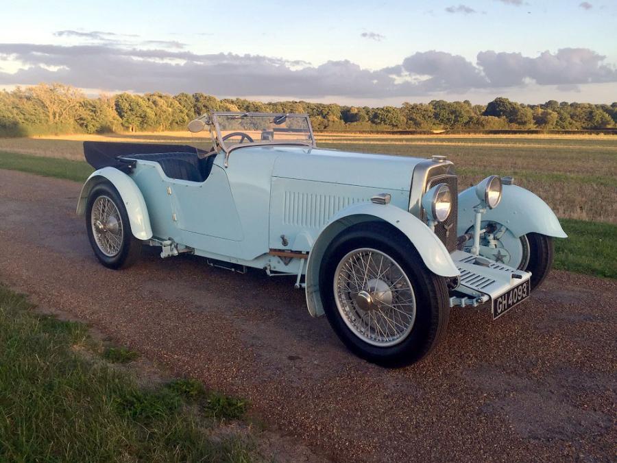 Ein Aston Martin International Short Chassis Tourer mit 1,5 Liter aus dem Jahr 1930. Der Aston Martin gehört zu einer Reihe, in der nur 81 Fahrzeuge gefertigt wurden. H&H geht von 110.000 bis 150.000 Pfund aus.