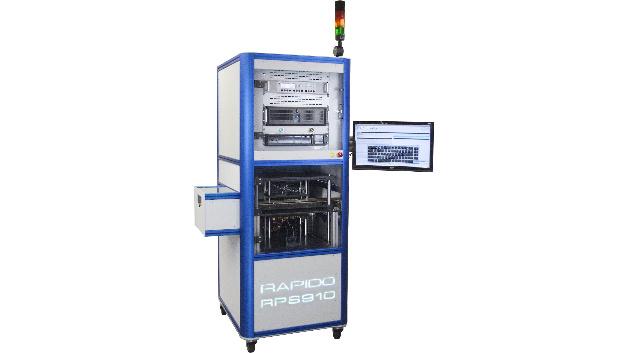 Die Abteilung JTAG/Boundary Scan von Göpel präsentiert sich mit neuen Test- und Programmierlösungen für Entwicklung und Produktion. Bei größeren Fertigungsaufgaben eignet sich der Inline-Programmer RAPIDO RPS910, welcher zuverlässiges Programmieren und Testen im Linientakt ermöglicht. Das System wurde für komplexe Baugruppen mit sehr kompakten Bauformen wie z.B. BGAs entwickelt, welche nur schwierig zu erreichen sind und geringen Zeitaufwand im Testablauf erfordern.